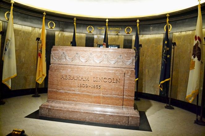 Lincoln-headstone